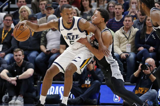 Rodney Hood sparks late blitz as Jazz halts slide, snaps Spurs three-game win streak