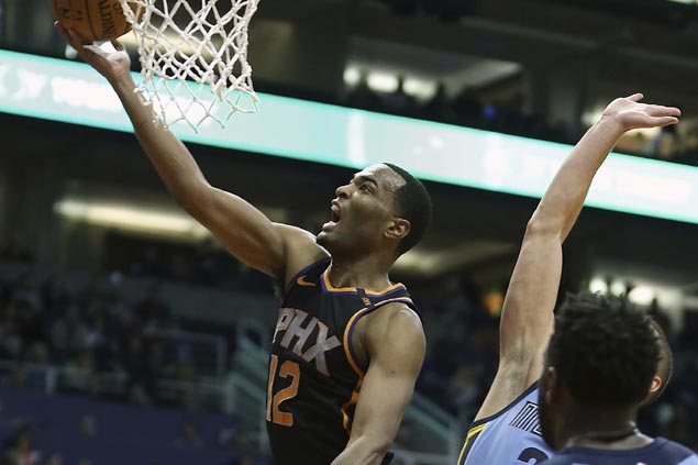 TJ Warren takes charge early, Troy Daniels hits big trey late as Suns turn back Grizzlies