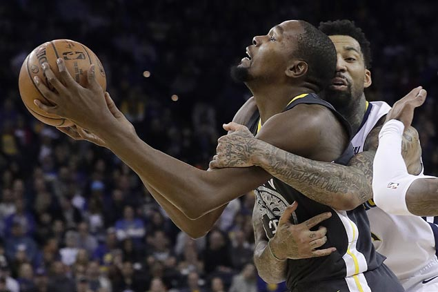 Nuggets end Warriors win run at 11, hold Dubs to season low score