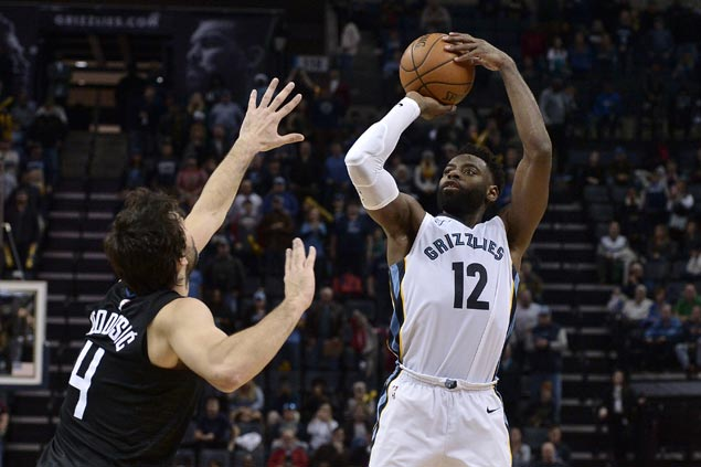 Grizzlies halt three-game slide with slim win over Clippers, spoil Austin Rivers' 38-point night