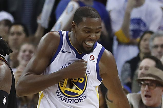 KD asks to be assigned to guard LeBron and comes up with huge stop to save win for Dubs