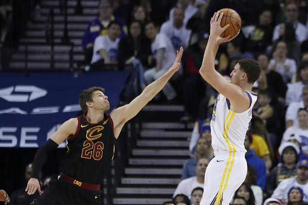 Warriors survive furious Cavaliers rally to win Christmas Day game