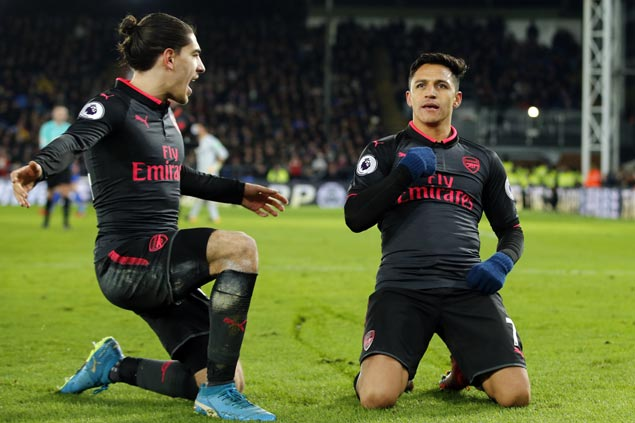 Alexis Sanchez lifts Arsenal over Crystal Palace to stay close to Premier League leaders