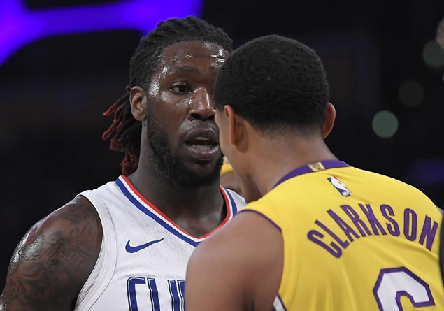 Clippers make it back-to-back wins, deal Lakers fifth consecutive loss