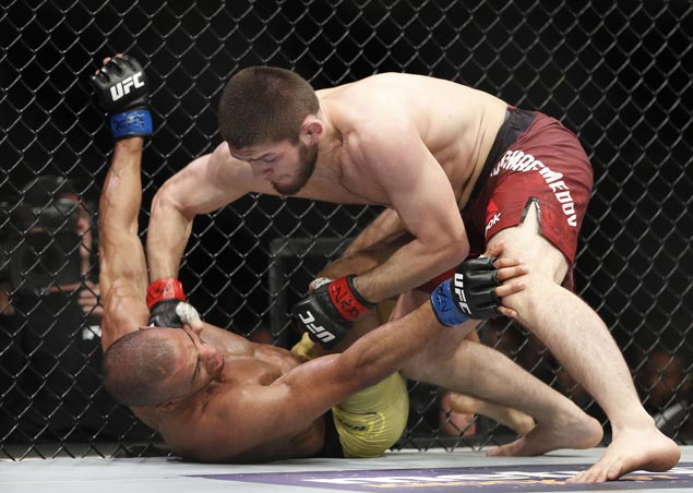Khabib Nurmagomedov stays unbeaten with unanimous decision over Edson Barboza in UFC 219