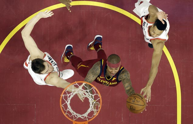 Unable to pull away from Blazers early, Cavs get late boost from debuting Isaiah Thomas