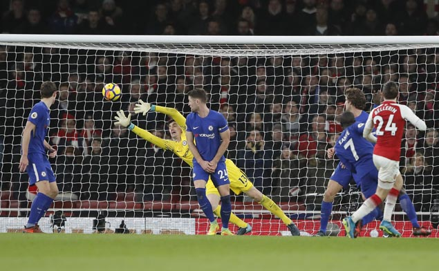 Hector Bellerin makes up for early mess with late goal to salvage draw for Arsenal against Chelsea