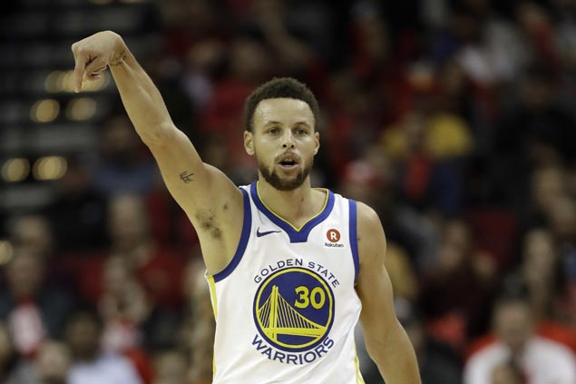 Steph Curry scores season-high 45 as Warriors rout guard-depleted Clippers