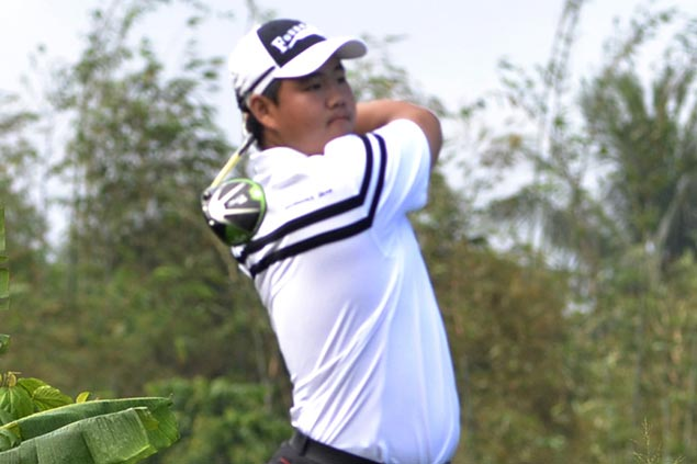 Kim survives wobbly finish to win by one, Hwang cruises to 16-stroke victory as Koreans sweep Philippine Amateur Open