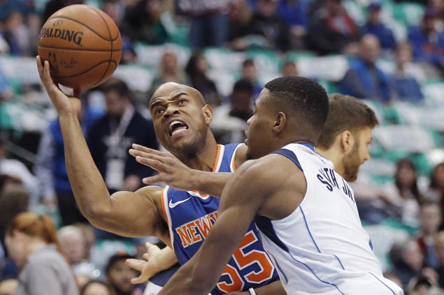 Jarrett Jack hits go-ahead basket as Knicks end three-game skid, send Mavs to third straight loss