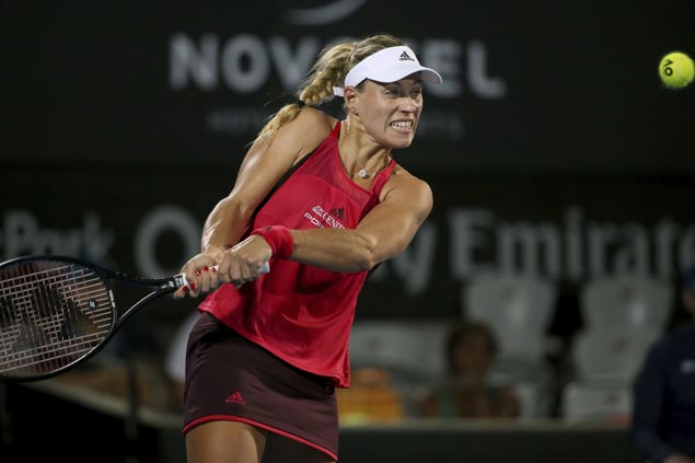 Angelique Kerber sustains hot start in 2018 with upset over Venus Williams at Sydney International