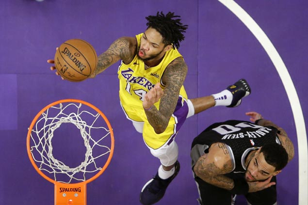 Lakers waste strong start but recover with third quarter blitz to beat Kings for back-to-back wins