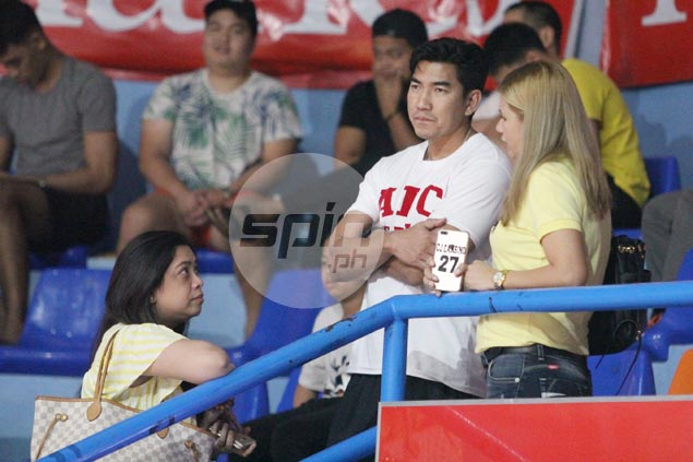 Aldin Ayo scouts Cubs game in UAAP juniors in first appearance as UST coach