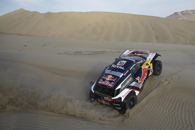 Carlos Sainz takes second straight stage win to seize Dakar Rally lead as Stephane Peterhansel crashes