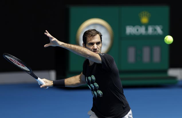 Federer downplays own chances, says Nadal and Djokovic are players to beat in Aussie Open