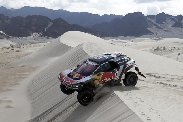 Carlos Sainz stays cautious to maintain lead over Stephane Peterhansel in Dakar Rally