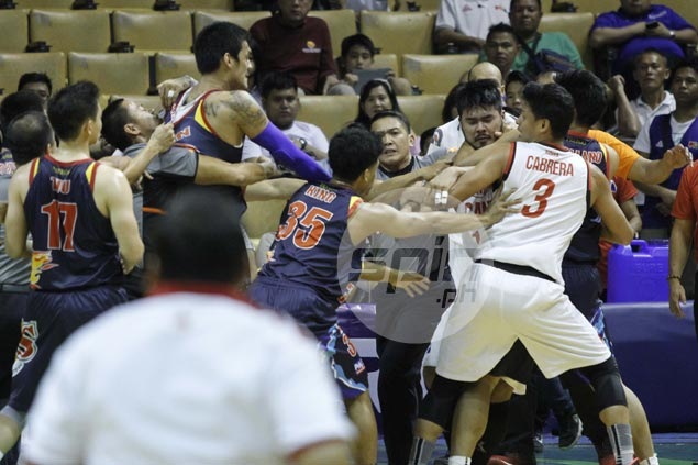 Eric Camson, Raymond Almazan engage in fight as action continues to heat up in Philippine Cup