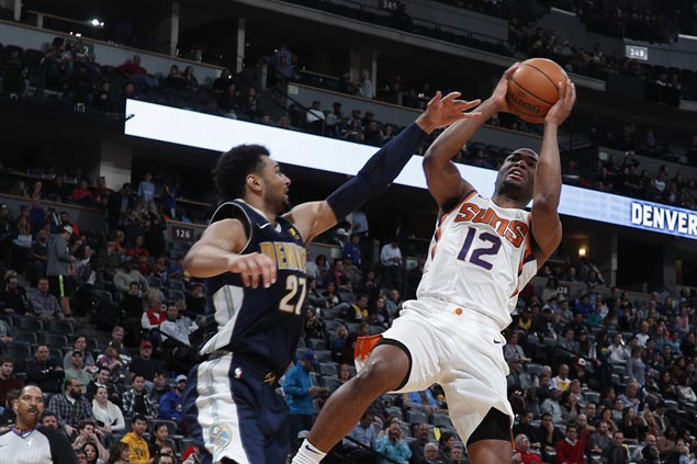 Devin Booker, TJ Warren star as well-rested Suns overpower Nuggets