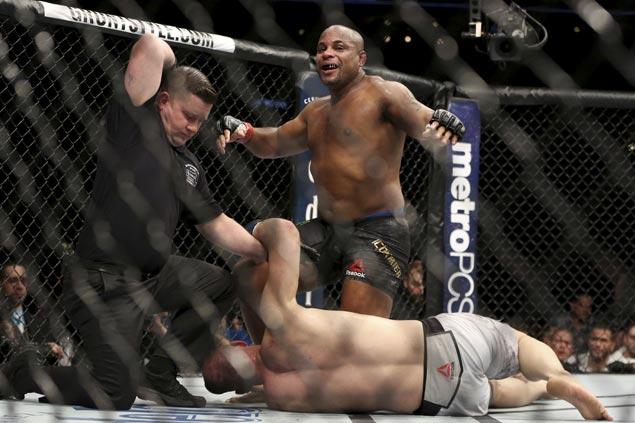 Daniel Cormier stops Volkan Oezdemir in second round to retain light heavyweight belt in UFC 220