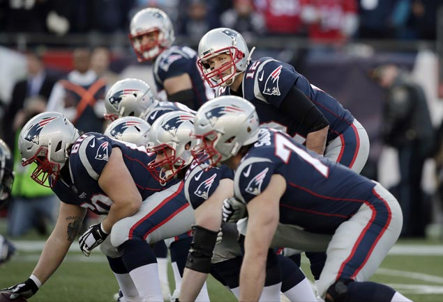 Tom Brady shakes off hand injury to lift Patriots past Jaguars and back to Super Bowl