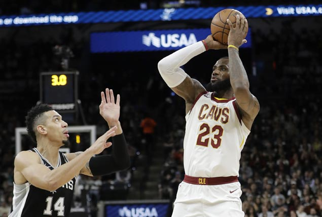 LeBron James joins NBA's elite 30,000-point club, the youngest to hit the mark