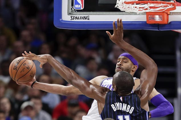 Kings rally from double digits down to beat Magic and stop eight-game slide