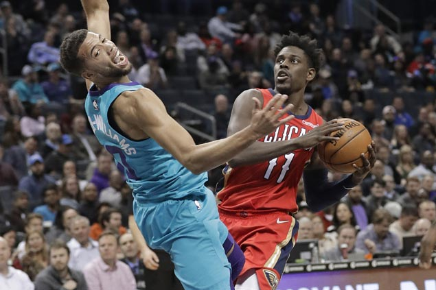 Jrue Holiday takes charge late to lift Pelicans in slim win over Hornets