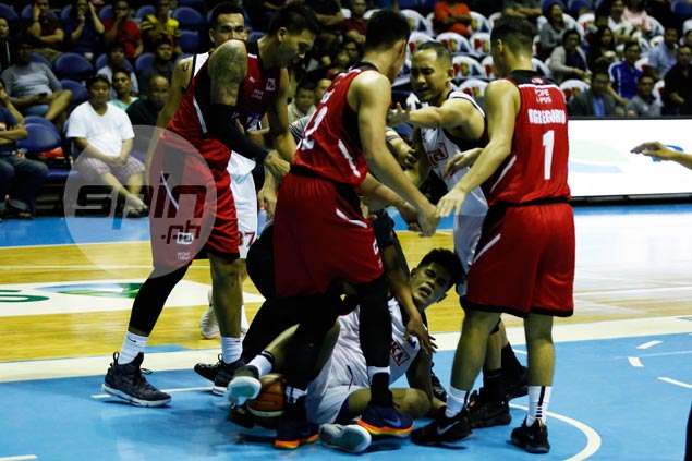 FEU pals Cruz, Belo shrug off 'lambingan' after loose ball scrap gets too physical