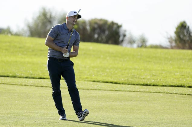 Looking to make his mark on PGA Tour, Alex Noren moves one stroke clear at Torrey Pines