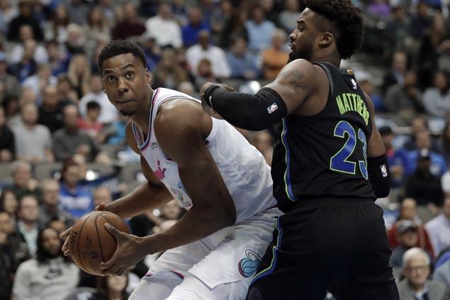 Hassan Whiteside posts 18th double-double of season as Heat defeat Mavs