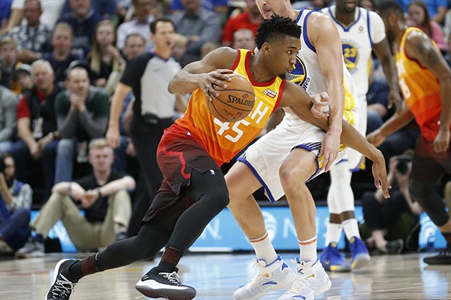 Jazz heat up in the fourth to deal Warriors rare blowout loss on the road