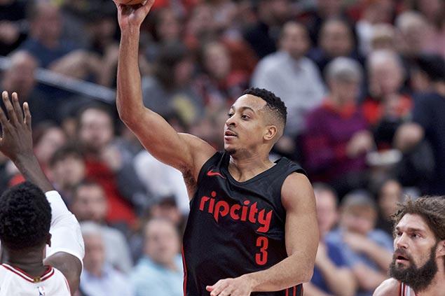 McCollum drops career-high 50 in three quarters as Blazers blast Bulls