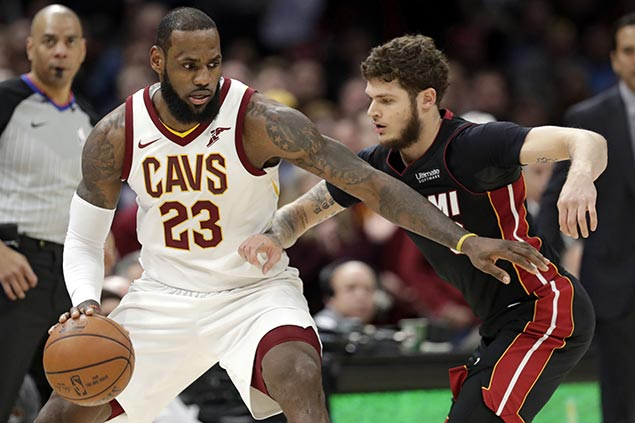 LeBron leads late charge as Cavs hold off Heat to win first game without Love