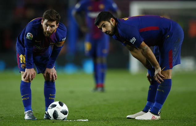 Suarez scores off Messi cross as Barca beats Valencia in the first leg of Copa semis