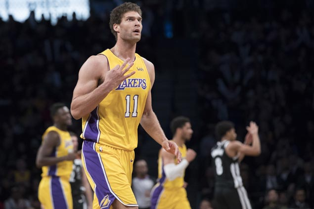 Brook Lopez makes winning return to Brooklyn as Lakers get by Nets