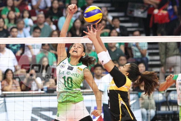 Treble-seeking Lady Spikers survive opening-day scare from Tigresses in UAAP women's volley