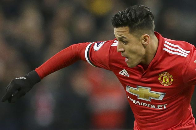 Alexis Sanchez scores on home debut as Man U defeats Huddersfield
