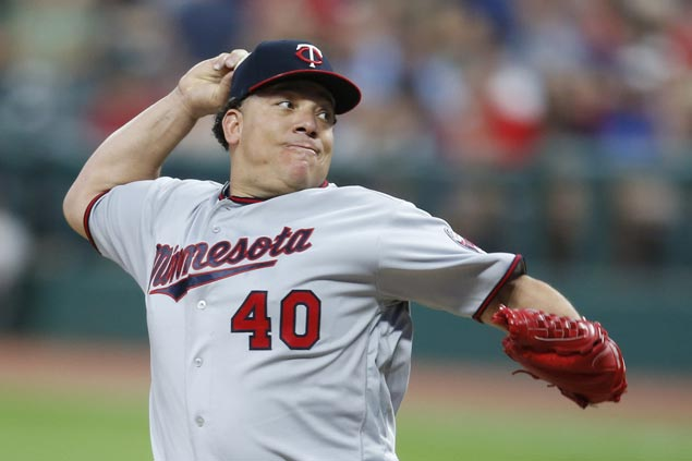 Former Cy Young winner Bartolo Colon agrees to minor league deal with Rangers