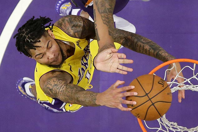 Lakers pull away late to turn back sinking Suns for third win in a row