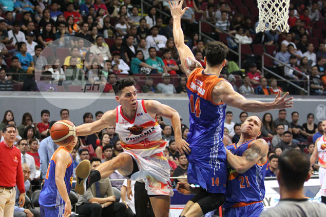 Familiarity with Gilas coaches helps Wright make pass that led to Kramer winner