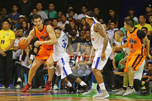 Balkman, Brownlee link up for winning play as Alab holds off gritty Mono Vampire