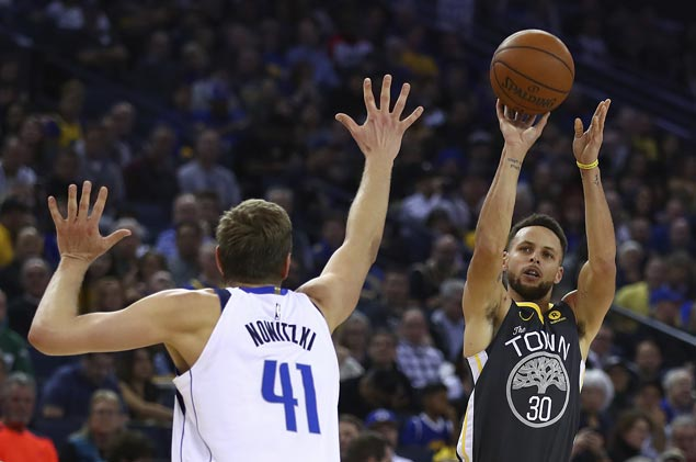Warriors get off to another slow start but still ease to victory over Mavs