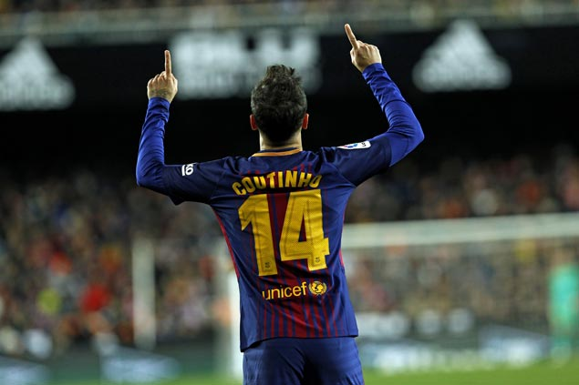 Coutinho scores first goal since leaving Liverpool, helps lift Barca over Valencia and into Copa final