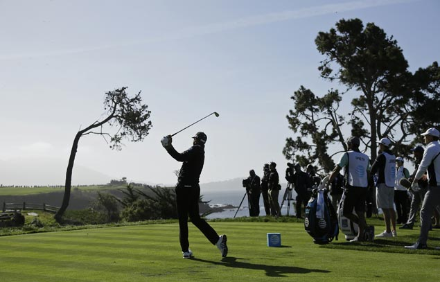 Dustin Johnson keeps share of lead entering final round at Pebble Beach