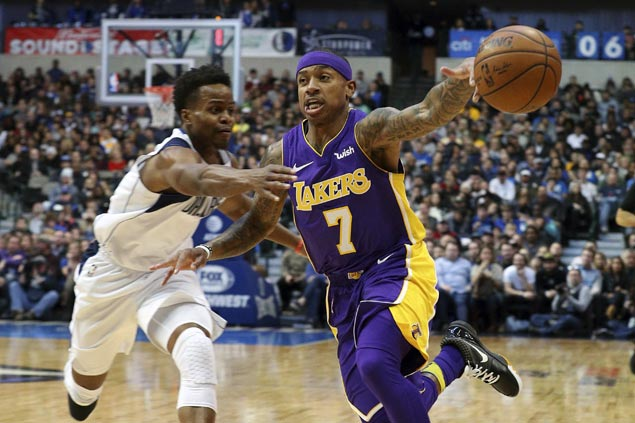 Dirk scores season-high 22 as Mavs spoil Isaiah Thomas' debut with Lakers