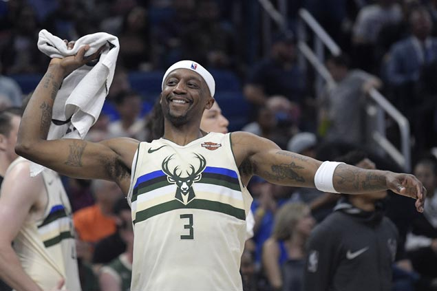 Jason Terry provides lift as Bucks end Magic win streak at three