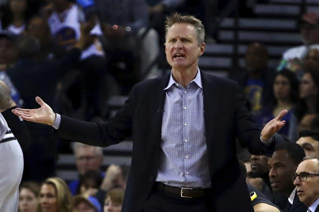 Warriors rout Spurs to give Steve Kerr 250th career coaching victory