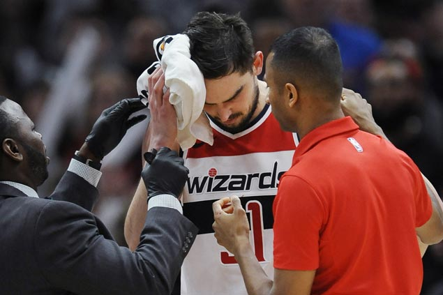 Tomas Satoransky career night cut short by injury but Wizards hold on to beat Bulls