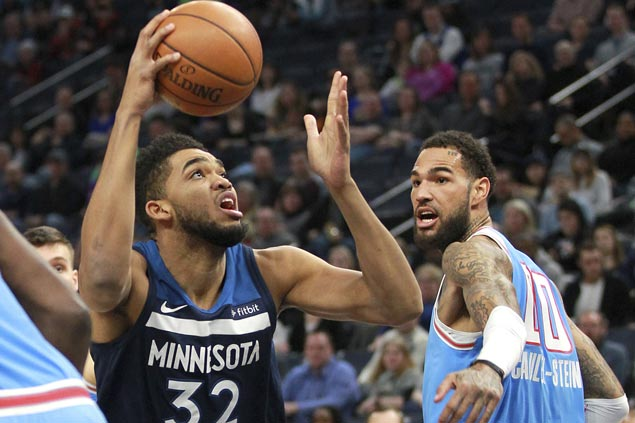 Wolves survive uncharacteristic sloppy performance at home to beat Kings
