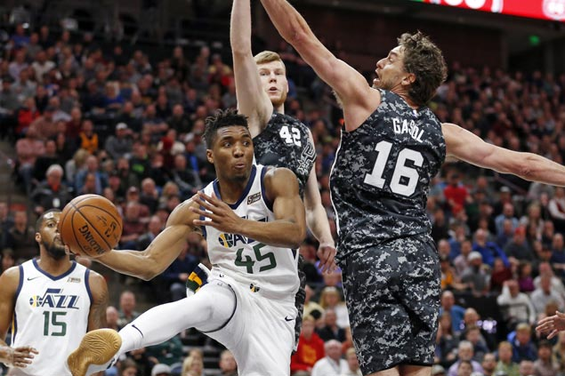 Mitchell nails go ahead jumper as Jazz extend streak to 10 with victory over struggling Spurs
